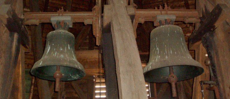 Glocken läuten für Flutopfer